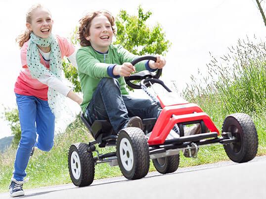 Bewegung tut Kindern gut - Kettcar fahren - gokart-profi.de