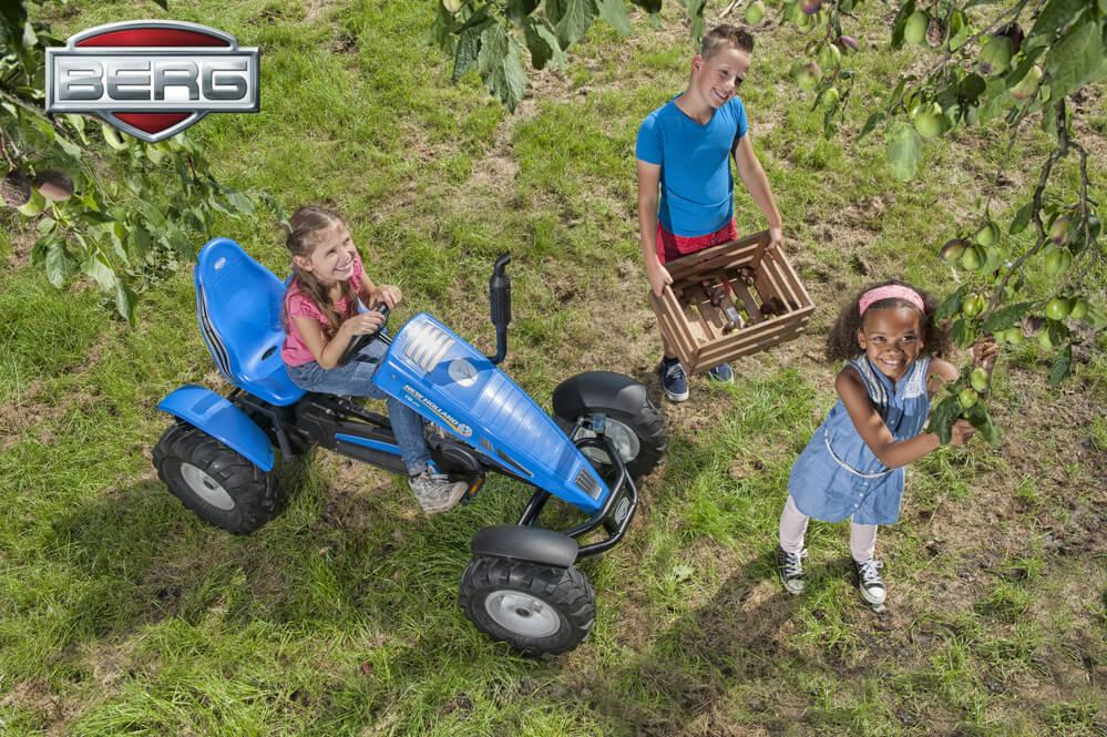 go kart traktor von berg toys jetzt raus an die frische luft. Black Bedroom Furniture Sets. Home Design Ideas
