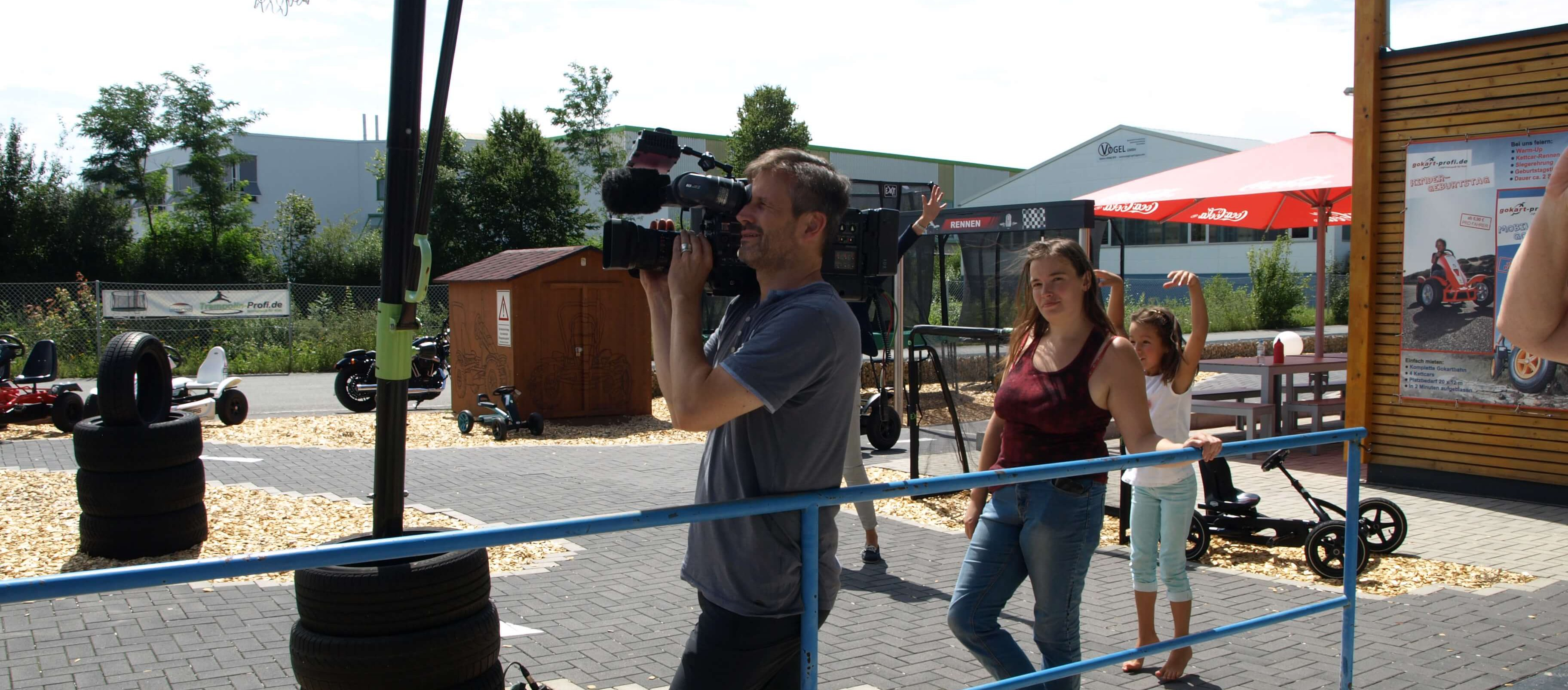 ZDF Morgenmagazin Volle Kanne beim Drehtag bei Gokart-Profi - Trampolin-Profi Nürnberg