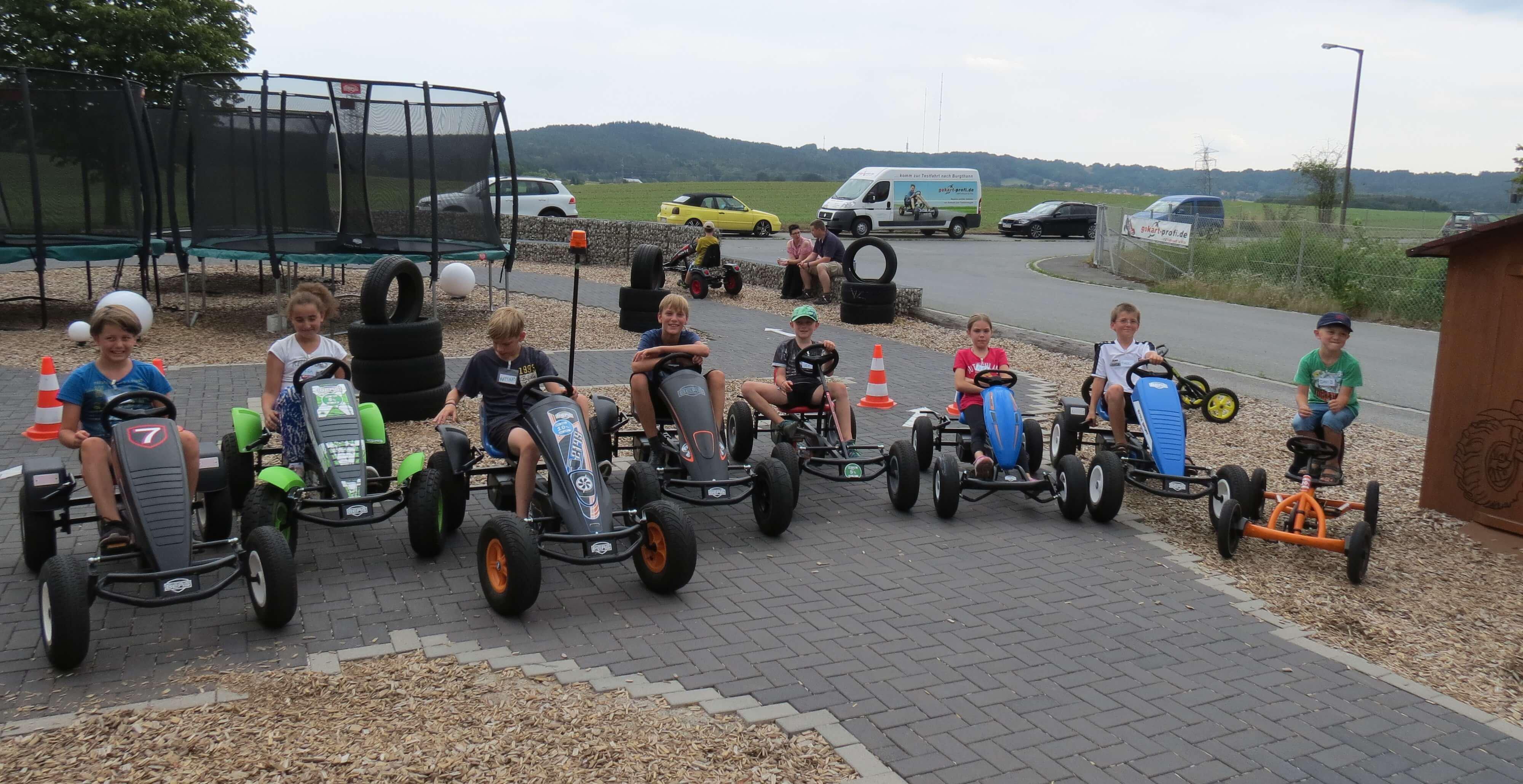 Auf geht's zur Gokart Ralley: bei uns vor Ort die Kids aus Röthenbach gokart-profi.de