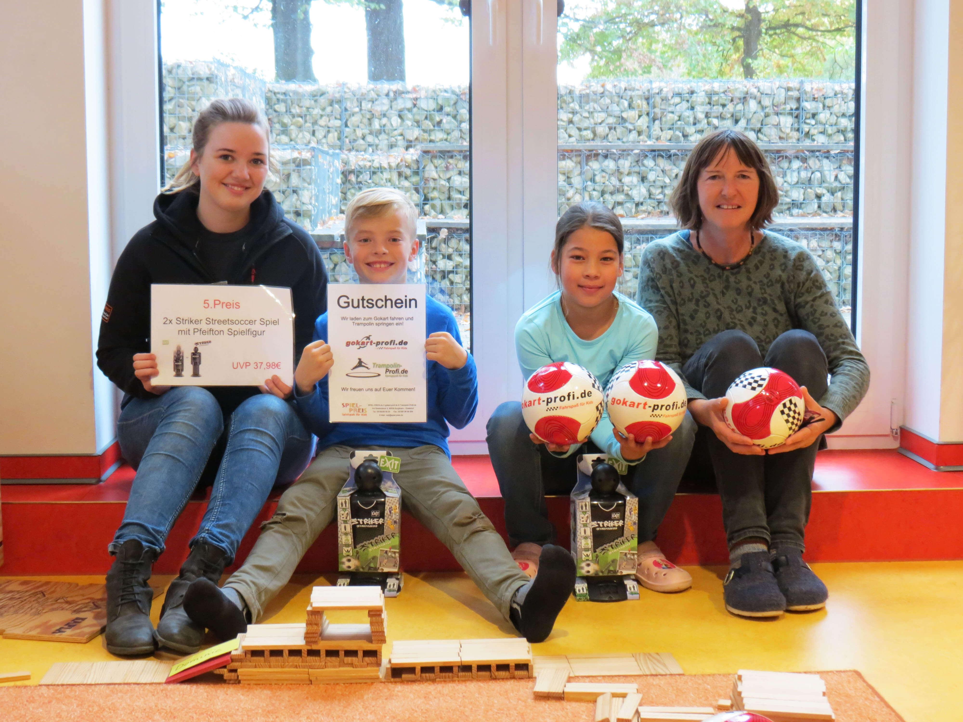 Hort in Ezelsdorf: Gokart Profi überreicht Gewinnspiel-Preise