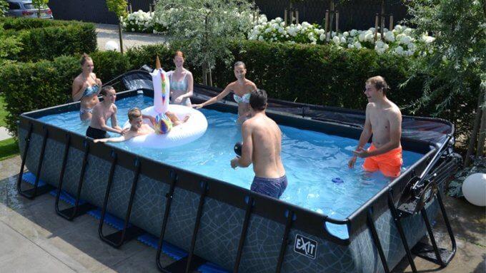 Spaß im EXIT Pool mit www.spiel-preis.de