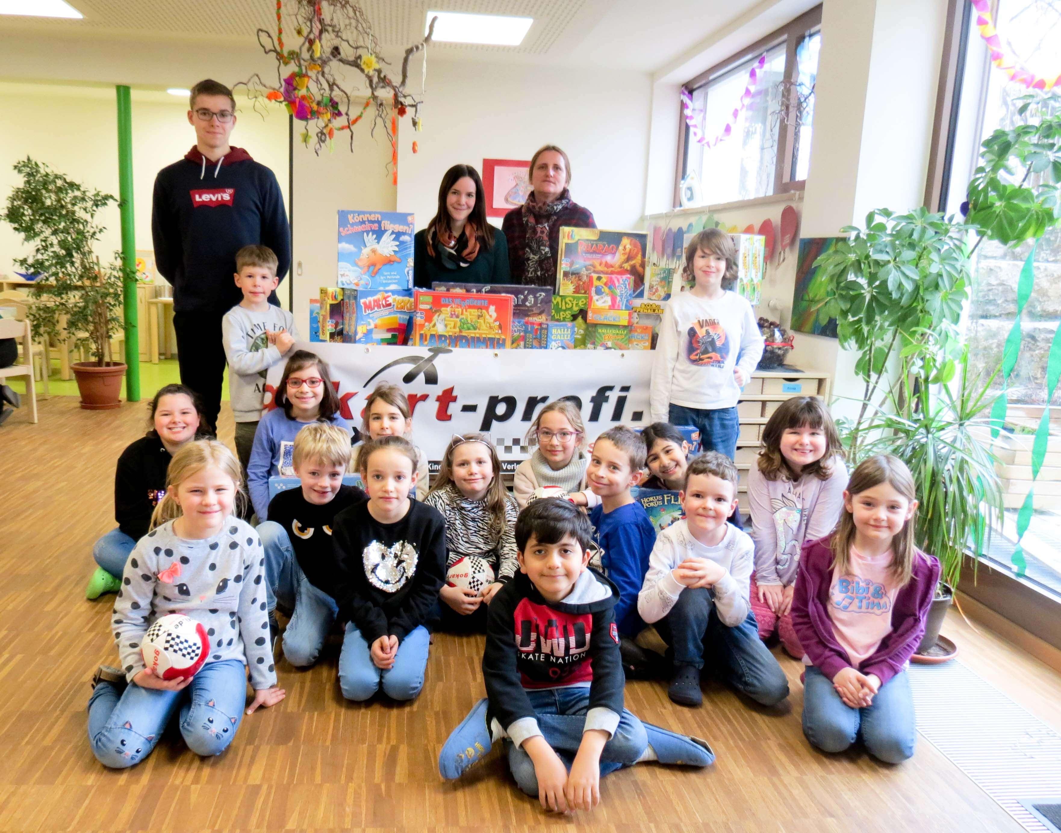 Kinderhort Oberferrieden erhält tolles Spielepaket von www.gokart-profi.de aus Burgthann - Aktion Spielen am Nachmittag 2020